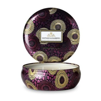 Ароматическая SANTIAGO HUCKLEBERRY travel-свеча от VOLUSPA в интернет-магазине ароматов для дома Candlesbox